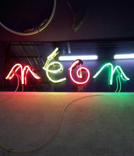 Photo d'une Enseigne lumineuse en néon soufflé