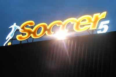 Photo d'une enseigne lumineuse en néon